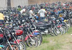 Pátio cheio de motos