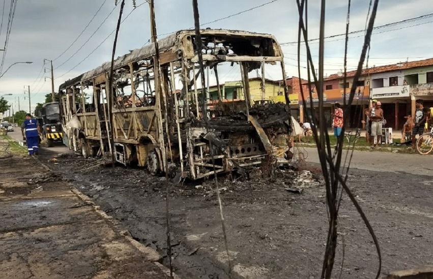 Fortaleza é a 2ª cidade do País com mais ônibus destruídos em incêndios, diz Associação de Transporte