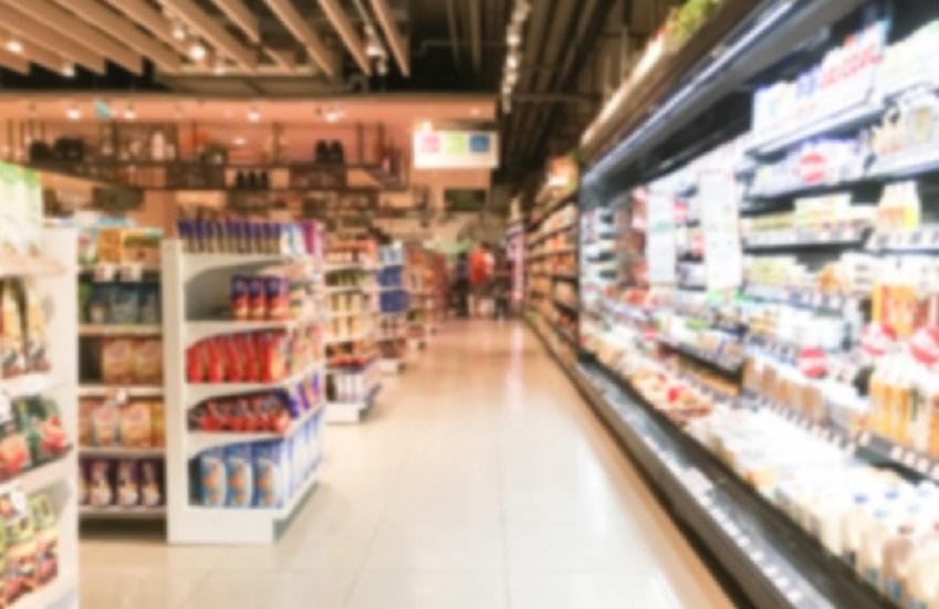 Supermercado de Fortaleza adota caixas de autoatendimento para reduzir filas