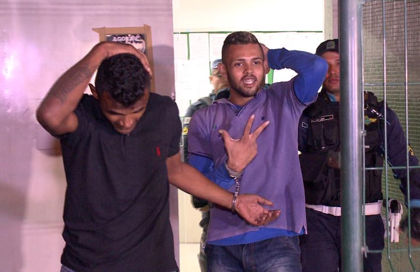 """Bandidos roubam carro e fazem piada ao ser presos: """"Filma nós! Um beijo pra população!"""""""