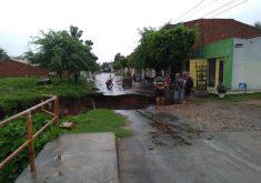 cratera aberta na rua