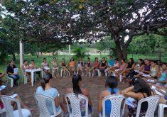 Pessoas em aula do projeto jovem empreendedor rural