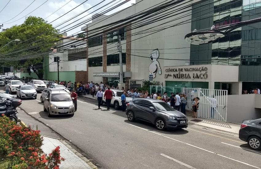 Clínicas particulares de Fortaleza têm longas filas em busca de vacina contra H1N1