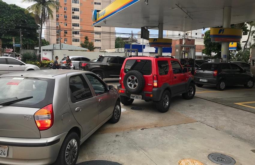 Decon libera telefone para motoristas informarem postos com abuso no preço do combustível