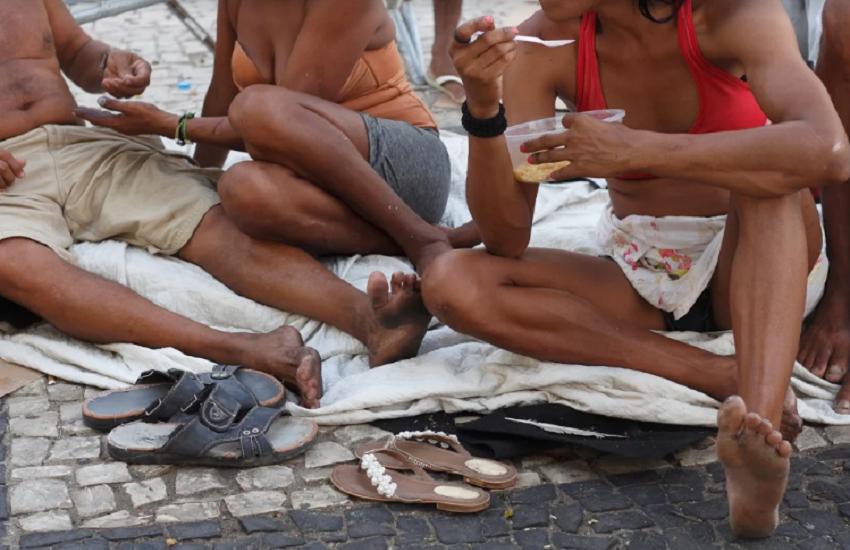 """Projeto """"Além do Papelão"""" mapeia e mostra histórias de pessoas em situação de rua"""