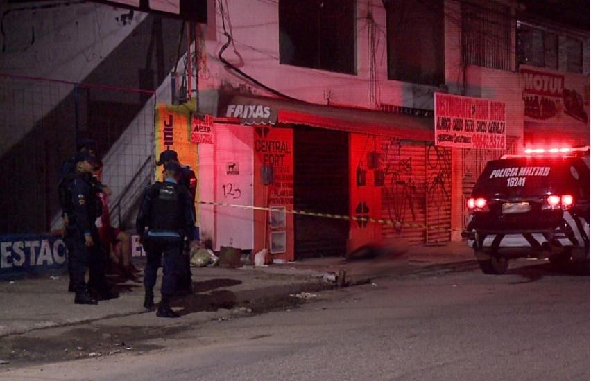 Ladrão é linchado a pauladas por moradores após fazer assaltos em Messejana