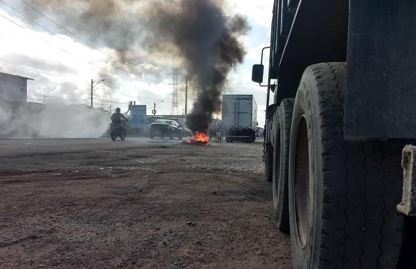 Caminhoneiros bloqueiam trecho da BR-116 entre Fortaleza e Maracanaú