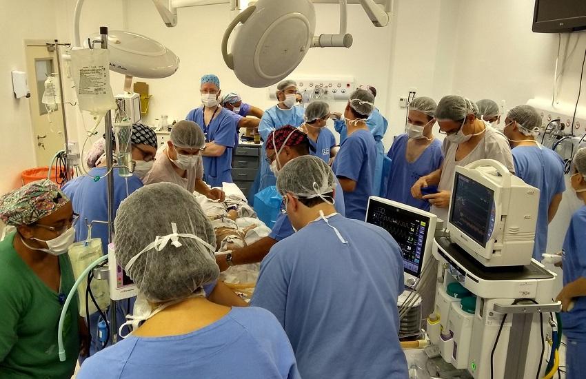 Gêmeas siamesas cearenses passam por 2ª cirurgia de separação de crânio em São Paulo
