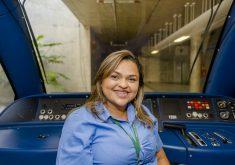 Gabriela é a primeira mulher a ser maquinista do Ceará