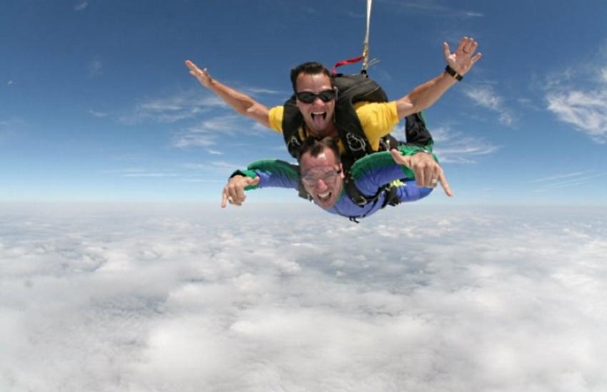 Paraquedismo em Fortaleza: esporte possibilita queda livre de até 350 km/h