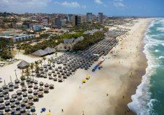 Praia do Futuro em referência a casal que recebeu indenização após ser vitima de preconceito em barraca na Praia do Futuro