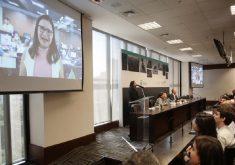 Repórter Jéssica Welma participou da cerimônia do Prêmio Fecomércio por vídeo. (Foto: Fecomércio/Divulgação)