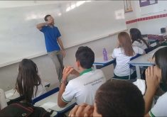 O professor contou estar com o salário atrasado há 2 meses (FOTO: Reprodução/Facebook)