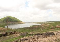 Açude seco em referência a Ceará possui 26 municípios em estado de emergência por conta de escassez de água