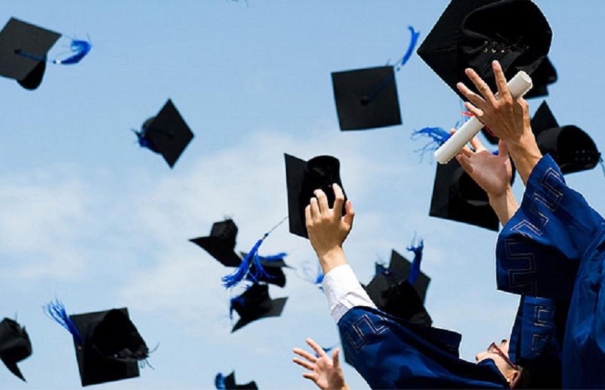 Universitária é indenizada em R$ 12 mil por não ter nome citado durante formatura