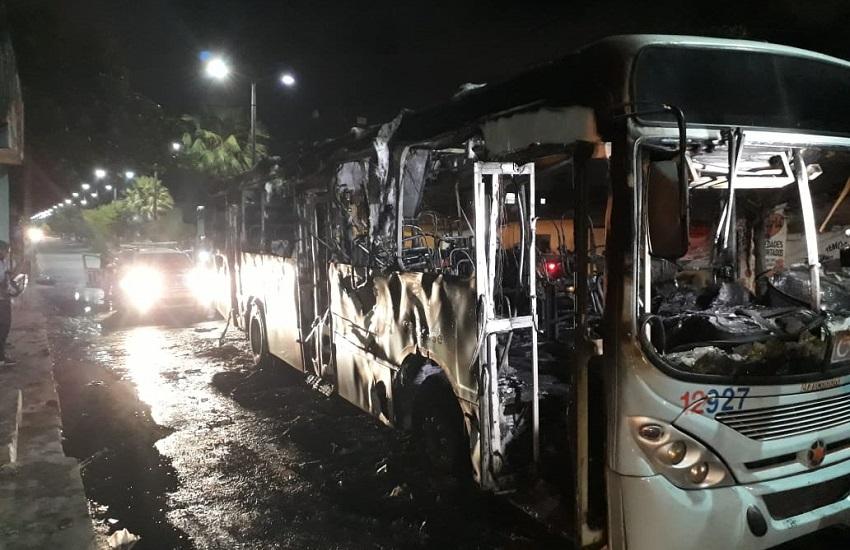 Fortaleza vive nova noite de terror com ônibus incendiados e ataques a prédios públicos