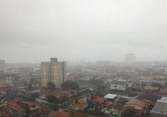 Chuva em Fortaleza na manhã desta terça-feira