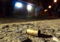 Cápsula de bala no chão tiro