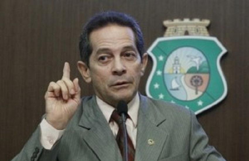 Após ser confundido com aliado de Bolsonaro, Heitor Férrer faz esclarecimento nas redes sociais