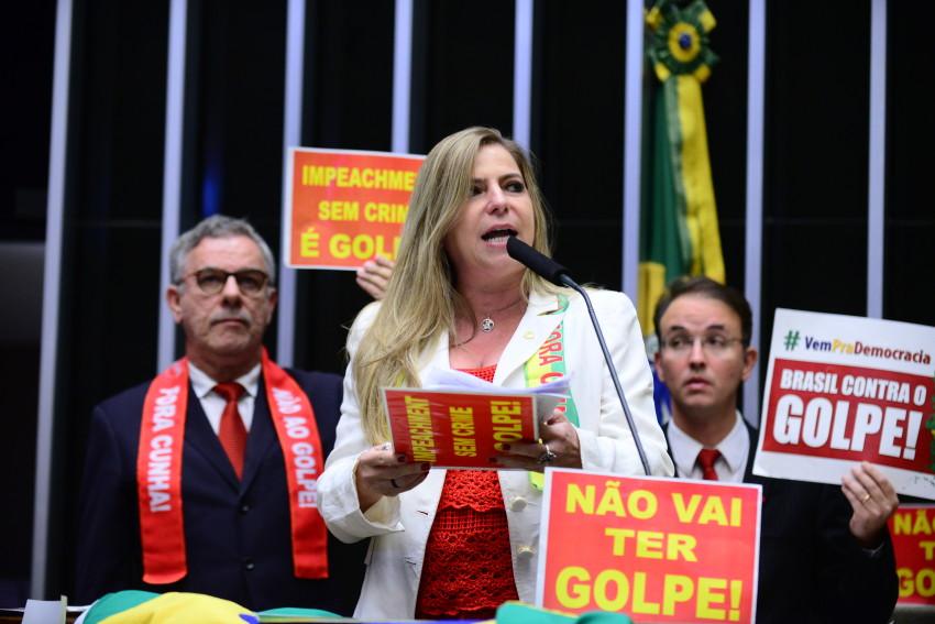 """""""Os Ferreira Gomes são uma trindade que se manifesta junta"""", diz Luizianne Lins"""