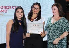 Repórteres Jéssica Welma e Roberta Tavares receberam o prêmio. (Foto: Banco do Nordeste)c
