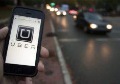Celular na mão em aplicativo em referência a Uber ultrapassa 10 bilhões de viagens no mundo com usuário e motorista de Fortaleza