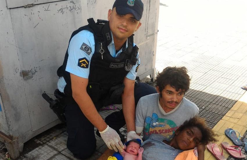 Policiais realizam parto de bebê em praça no Centro de Fortaleza