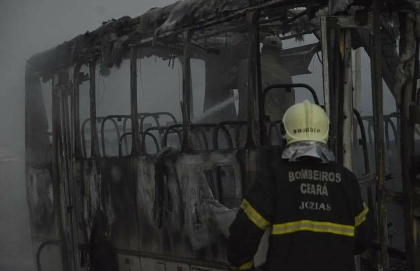Dois ônibus são incendiados em Forquilha; suspeito é preso
