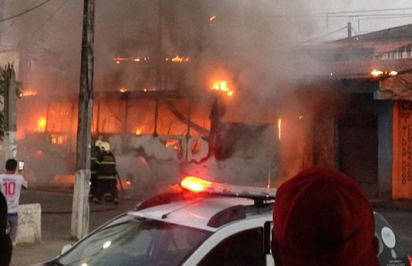 Fortaleza é a cidade do país com maior número de ônibus incendiados em 2018