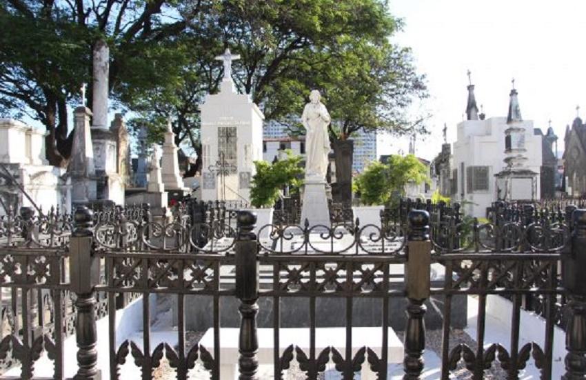 Cemitério mais antigo de Fortaleza oferece visitas para conhecer túmulos de personalidades