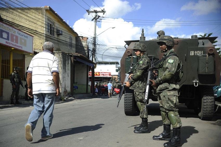 Governador do Ceará decide sobre pedido de tropas federais na segunda-feira