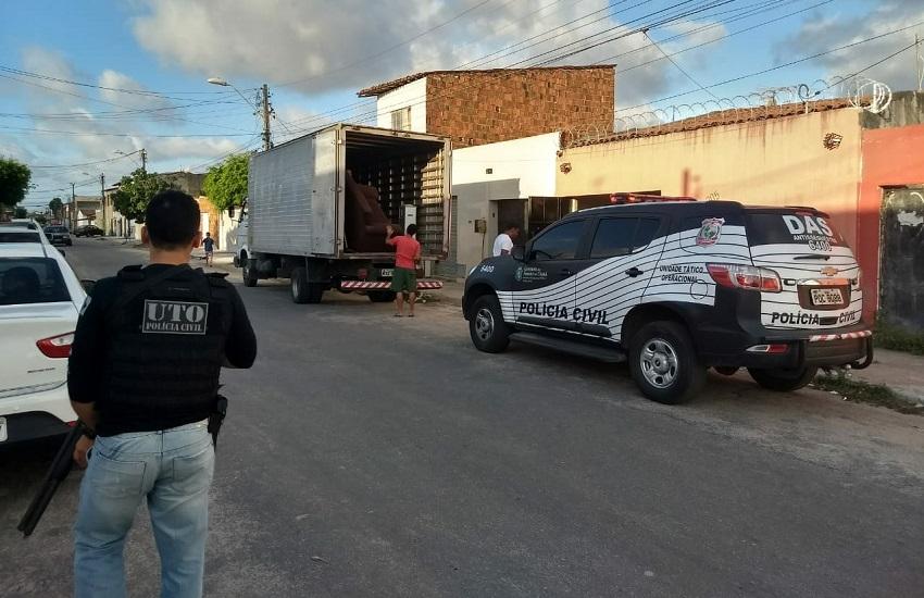 Policial abandona casa sob escolta armada após ameaça de bandidos em Fortaleza
