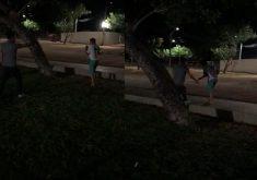 vídeo mostrando homem atirando em outro homem
