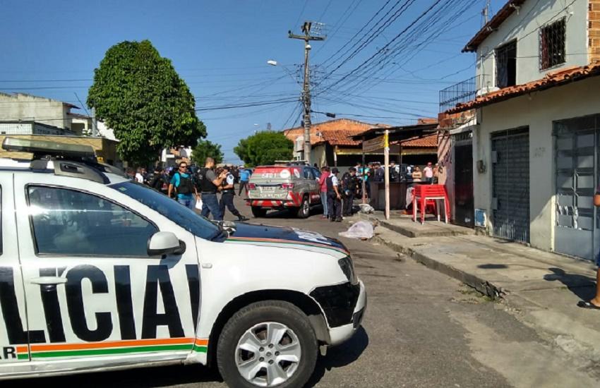 Policial faz desabafo no local onde três militares foram assassinados