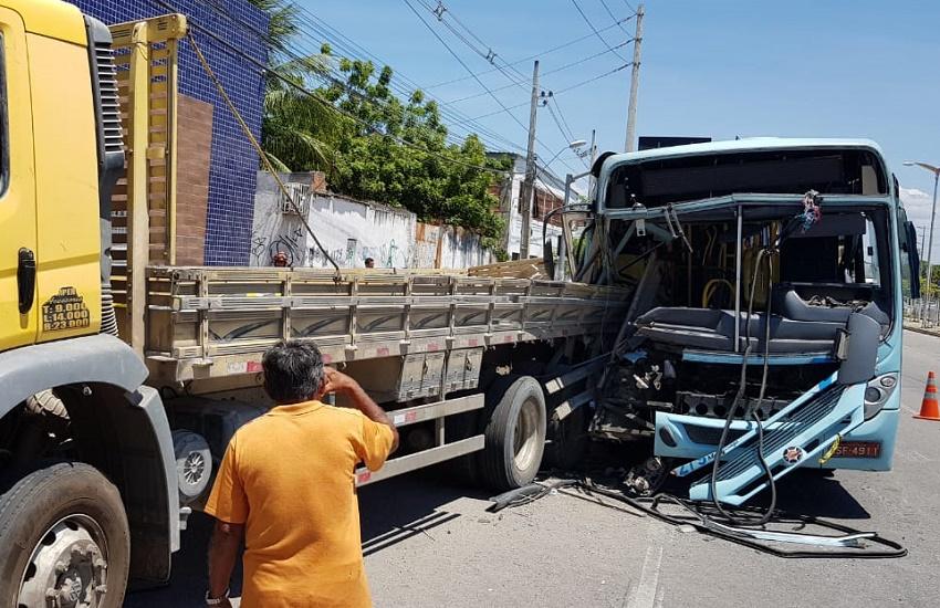 Mãe joga criança nos braços de evangelizador antes de morrer em acidente de ônibus