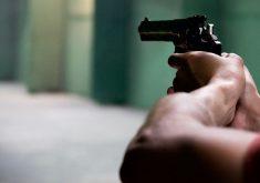 Homens entraram em restaurante e dispararam contra pessoas numa mesa. (Foto: Pexels)