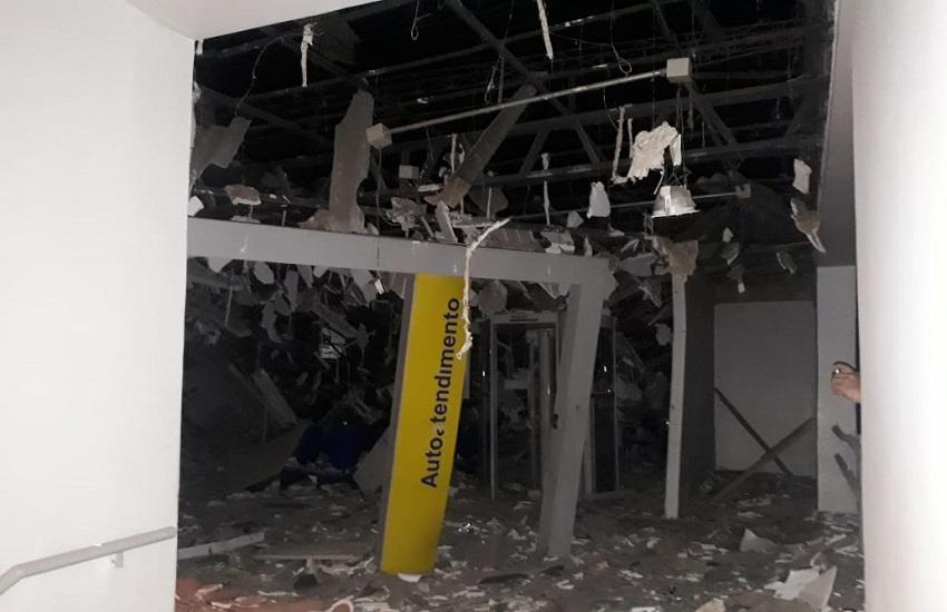 Quadrilha sitia cidade de Farias Brito e explode agência bancária para levar cofre