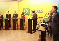 Sete candidatos ao Senado participaram do debate. (Foto: Esdras Nogueira/Tribuna do Ceará)