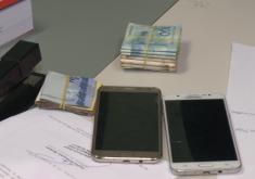celular, dinheiro