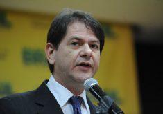 Cid Gomes em referência a Cid Gomes é alvo de ação de improbidade por compra de helicópteros sem licitação