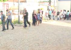 pessoas em uma fila em referência a Desemprego no Ceará já atingiu quase meio milhão de pessoas