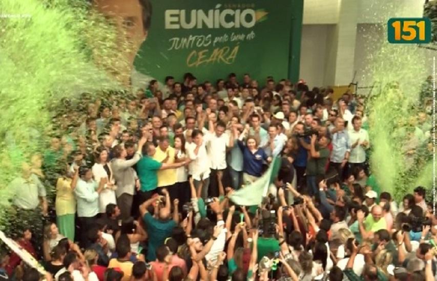 Mesmo com proibição, governador aparece na propaganda eleitoral de Eunício Oliveira