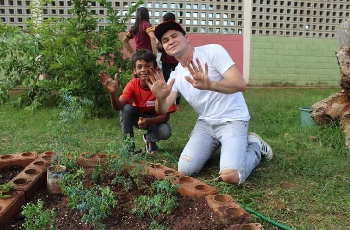 Estudante cearense cria tijolo ecológico mais resistente do que os de alvenaria
