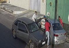 Bandidos assaltam idoso na porta de casa. (FOTO: Reprodução/WhatsApp)