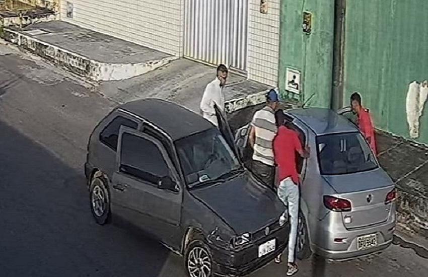 Idoso e neto brigam com 4 bandidos para tentar impedir roubo de carro em Fortaleza
