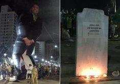 Eleitores de Bolsonaro armaram boneco gigante e levaram lápide. (Fotos: Tribuna do Ceará)