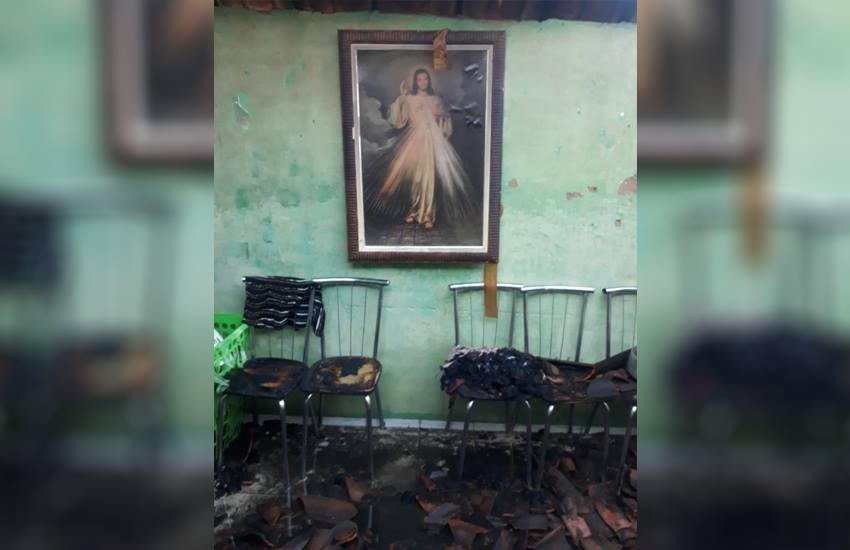Quadro com imagem de Jesus Cristo fica intacto após incêndio destruir casa em Canindé