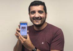 Celular na mão em referência a Cearenses criam robô para ajudar eleitores a conhecer melhor os candidatos à presidência