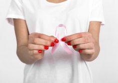 Laço rosa em referência a Estudantes realizam pesquisa para entender relação da mulher com câncer de mama