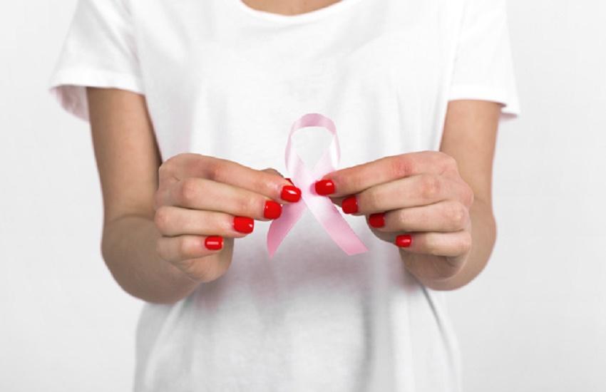 Estudantes fazem pesquisa para entender relação da mulher com câncer de mama